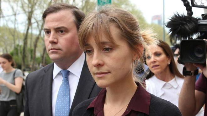 Allison Mack, actriz de Smallville se declara culpable de tráfico sexual
