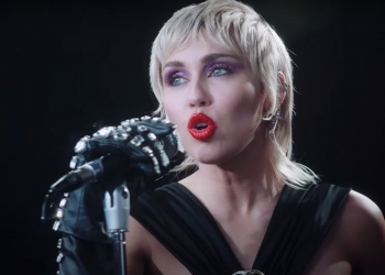 Miley Cyrus covers Metallica