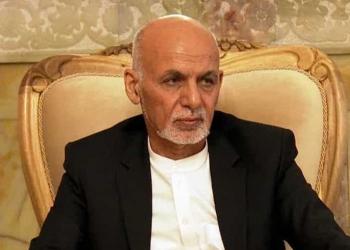 El presidente de Afganistán Ashraf Ghani abandonó el país uniéndose a afganos y extranjeros en una estampida que huye de los talibanes.